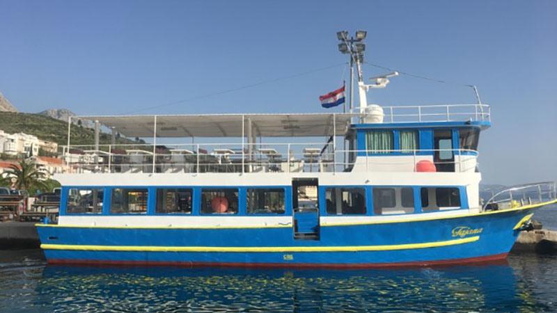 boat excursion in medulin with boat tajana